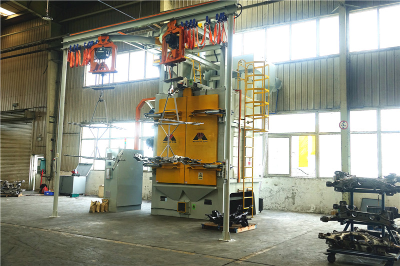 Automatic Double Hooks Shot Blasting Machine MHB2-1717P11-3 With Wet Dust Collector Used For Auto Parts Surface Cleaning